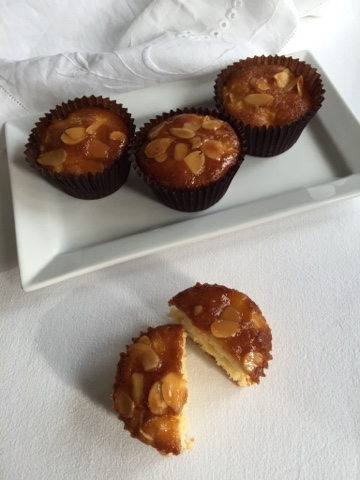 Apple and almond cakes