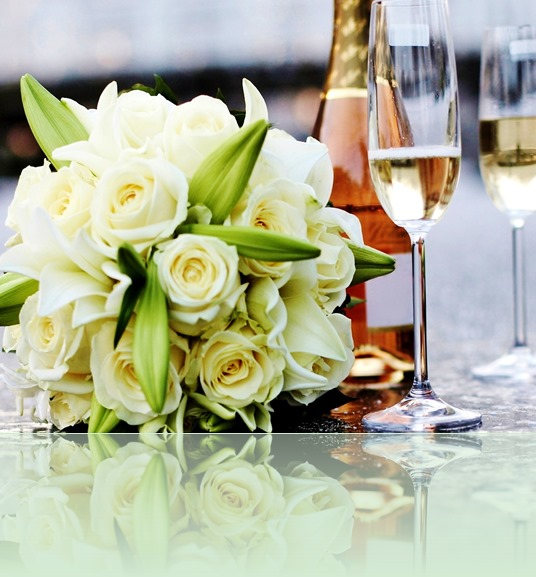roses-bouquets-glasses-champagne