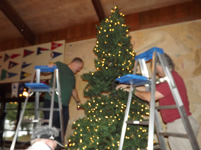 2017 Clubhouse Christmas Decorating - 016.JPG