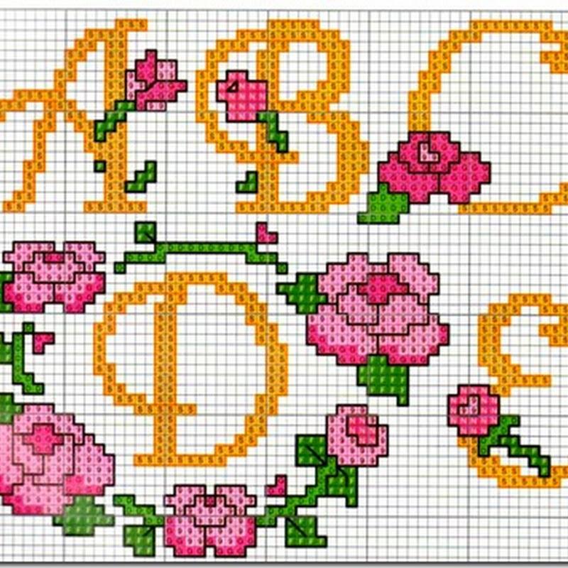 Abecedario punto de cruz letras anaranjadas y flores