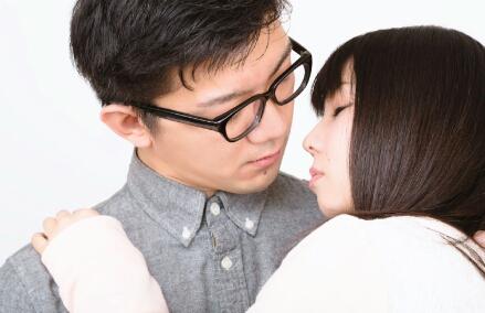 Kapan Wanita Jepang Melakukan Ciuman Pertama Mereka?