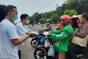 Relawan #GerakanBerbagiUntukWarga Bagikan Ratusan Nasi Bungkus dan Masker  Kepada Warga Kota Medan