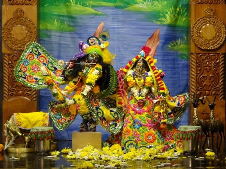 ISKCON Nigdi Deity Darshan 18 Dec 2015 (36)