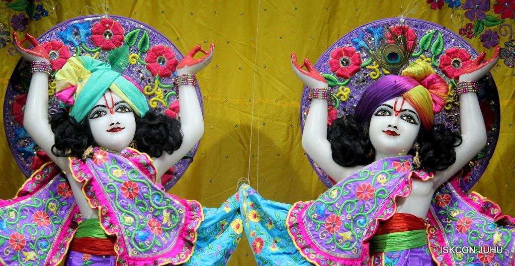 ISKCON Juhu Mangal Deity Darshan on 10th July 2016 (36)