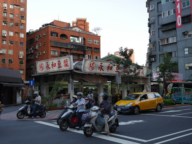 restaurant with Yonghe Soy Milk sign