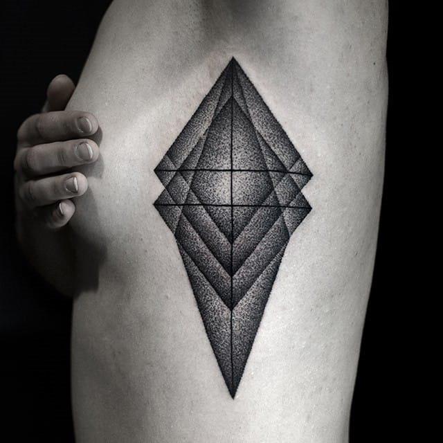 impressionante_geomtricas_side_boob_tatuagem