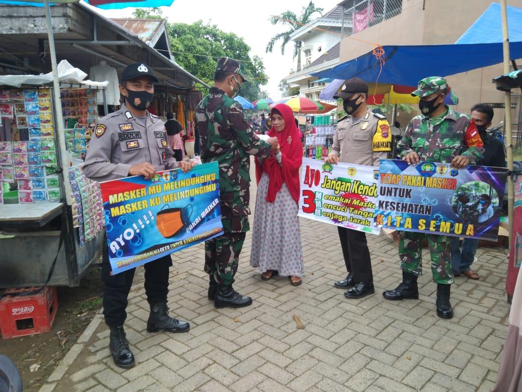 Sinergitas TNI-Polri di HST Tegakkan Prokes di Pasar Agrobisnis