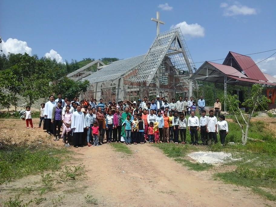 Hình ảnh nhà thờ Khánh Vĩnh đang dần hoàn thiện
