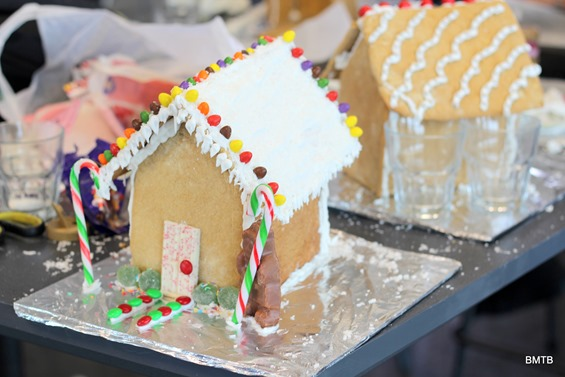 Gingerbread Houses by Baking Makes Things Better (5)