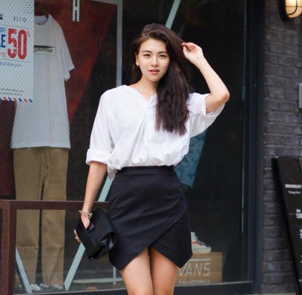 Hinh anh: Chan vay mini skirt phoi cung so mi trang co do dem den mot set do don gian nhung khong he nham chan cho quy co nay