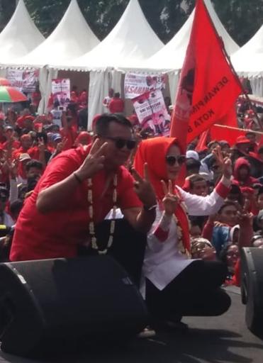 """Lapang Karangpawaitan Karawang Berubah Merah Akibat """"Hasanah"""""""