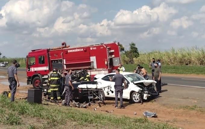 Três são socorridos após colisão de veículos na Assis Chateaubriand