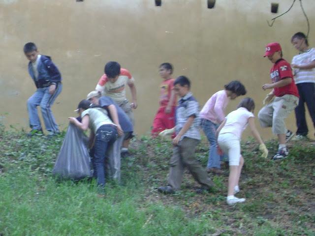 Actiune in colaborare cu Clubul Copiilor pentru pastrarea naturii curate - proiect educational - mai - DSC01743.JPG