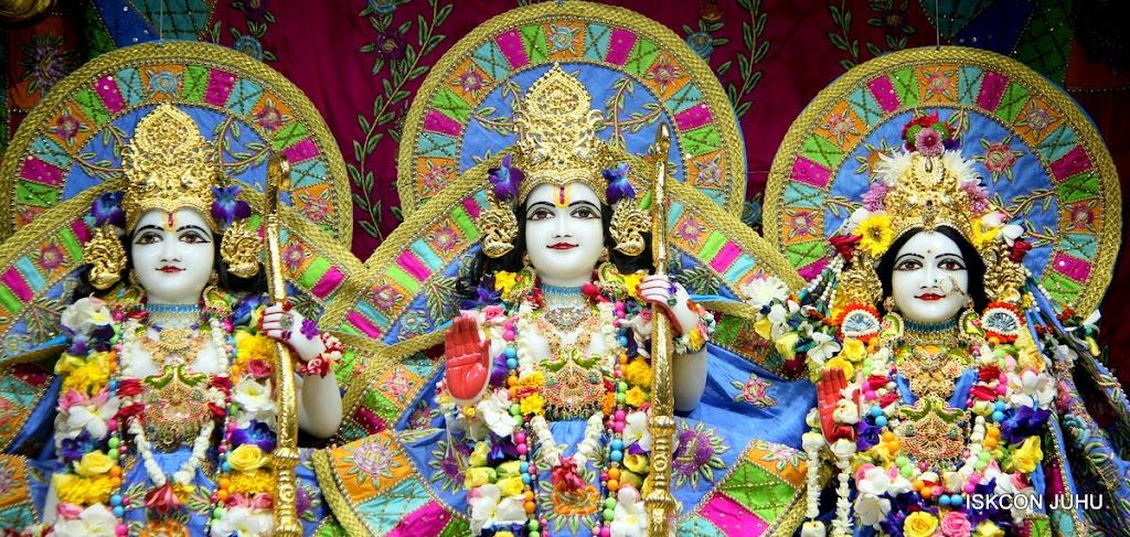 ISKCON Juhu Sringar Deity Darshan on 29th April 2016 (33)