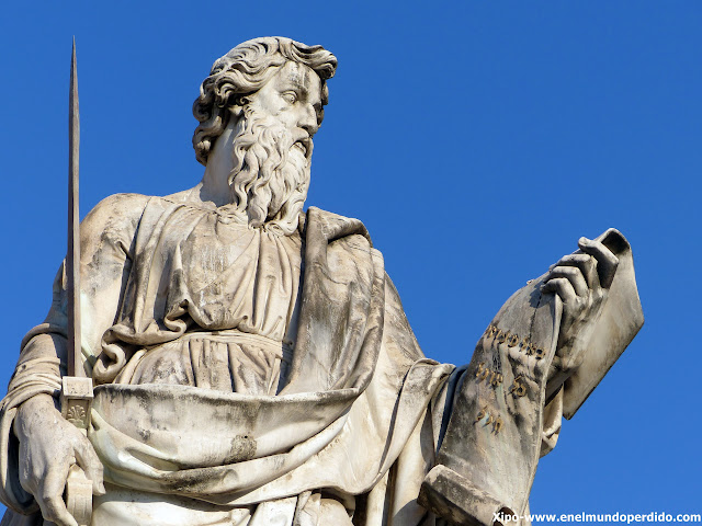 estatua-vaticano-fachada-moises.JPG