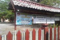 Selain Menjaga Bersih Lingkungan, Lurah Baamang Tengah Memberi Pelayanan Kemudahan Kepada masyarakat