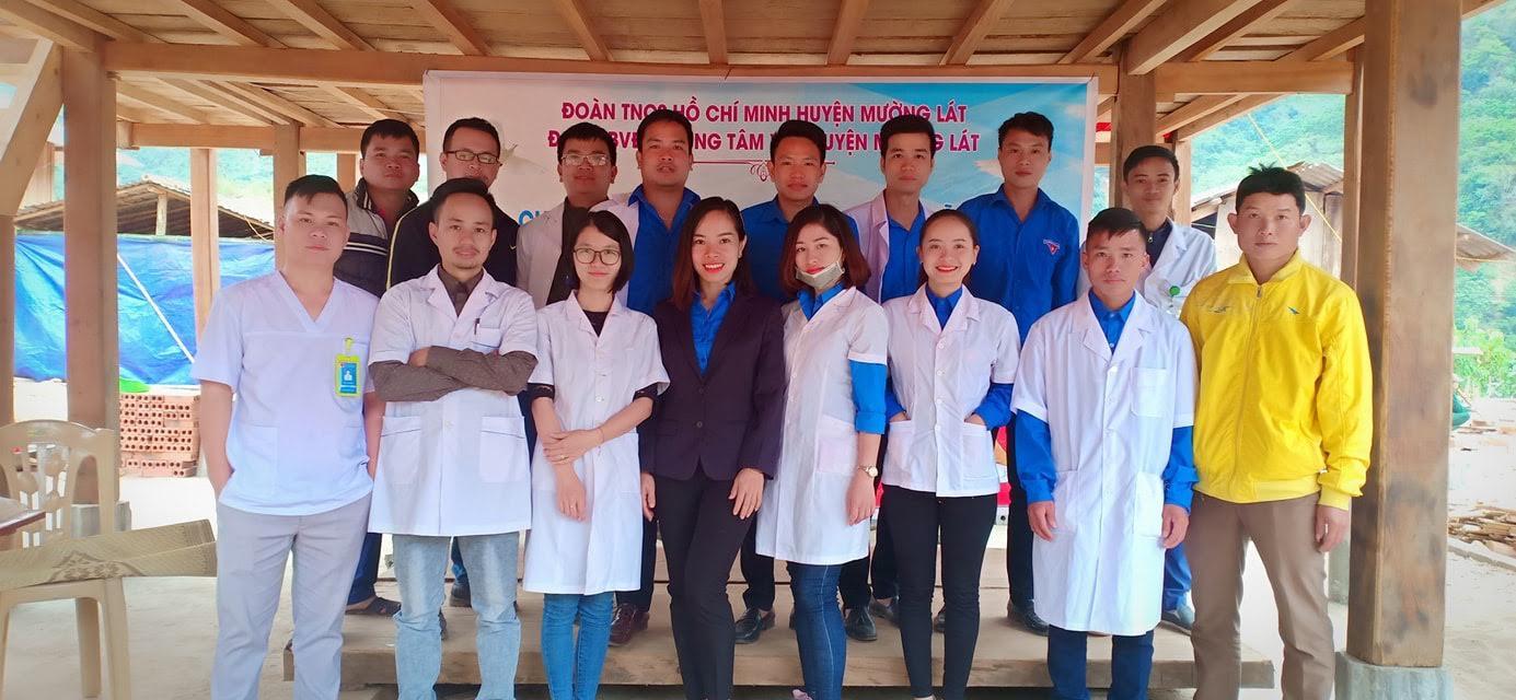 Huyện đoàn Mường Lát phối hợp chăm sóc sức khỏe, phát thuốc miễn phí cho nhân dân