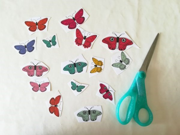 [scrapbook-trend-fussy-cutting-hand-stitching-tutorial-2%5B4%5D]