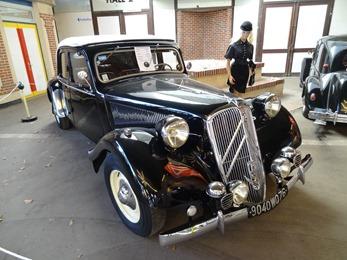 2018.10.21-072 Citroën Traction 15-Six 1949 (16h15)