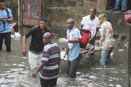 Le gouvernement débloque un financement pour les funérailles des victimes — Inondations à Kinshasa