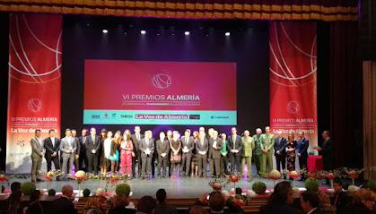 Foto de familia de los homenajeados en los VI Premios Almería.