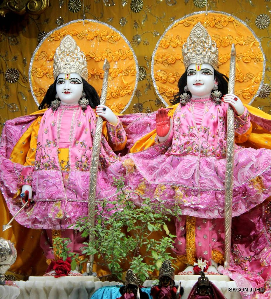 ISKCON Juhu Mangal Deity Darshan 29 Jan 2016 (2)