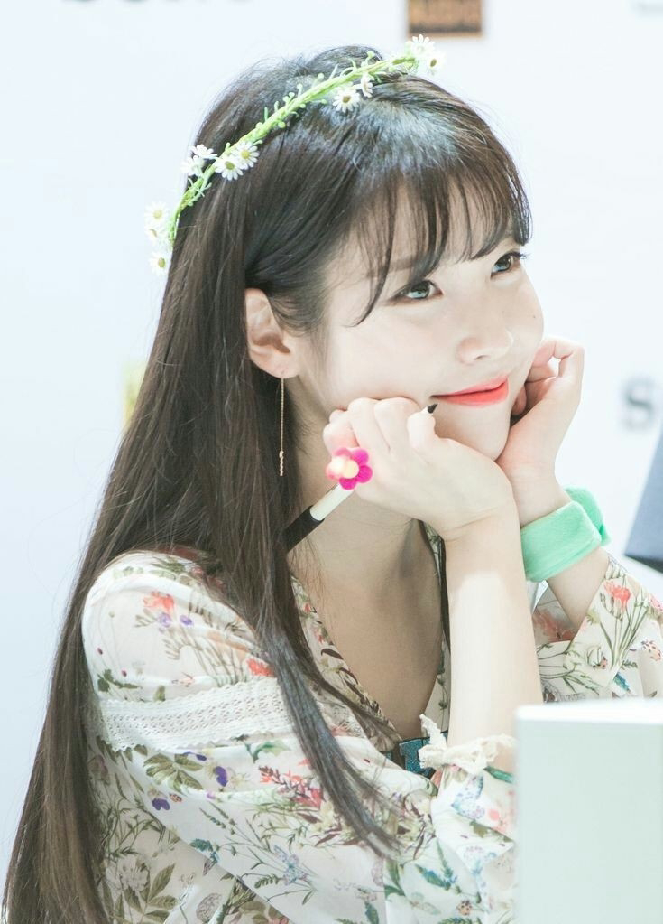 Download Wallpaper Fall in the Love IU Lee Jieun