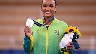 Rebeca Andrade conquista a prata em medalha olímpica inédita para a ginástica feminina do Brasil