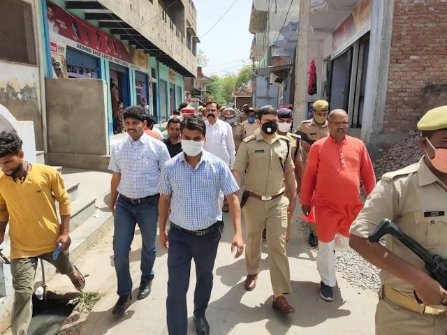 खेतासराय में भारी पुलिस बल के साथ डीएम, एसपी ने किया फ्लैग मार्च