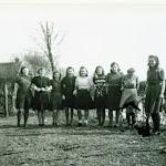 061 naaikrans 1950 re juf idema  appelscha.jpg