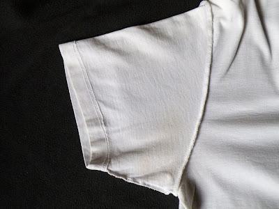 Ag+で黒ずんだTシャツ:酢に一晩つけてせっけんで手洗い後