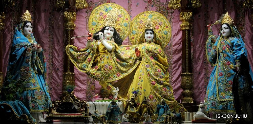 ISKCON Juhu Mangal Deity Darshan on 27 April 2016 (18)