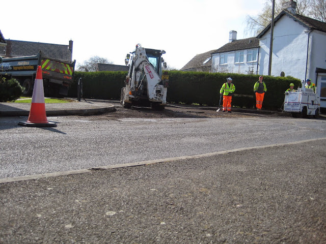 St Johns Close Resurfacing 23-03-2015. Pictures by Chris Cannon - IMG_1068.JPG