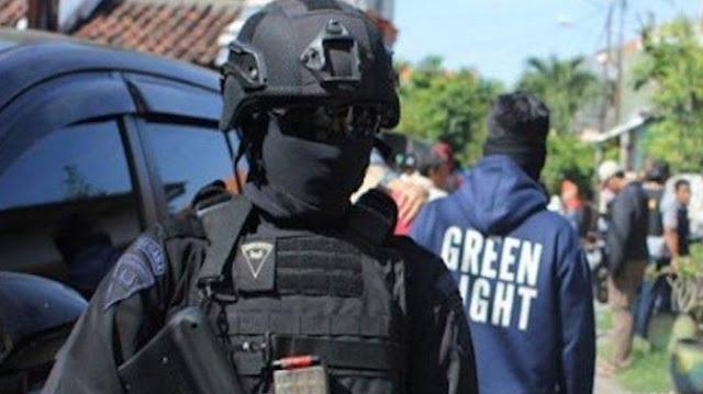 Densus 88 tangkap perempuan terduga teroris di Semarang.