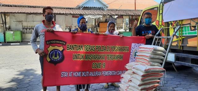Polda DI Yogyakarta Salurkan Bantuan Warga Terdampak Covid-19