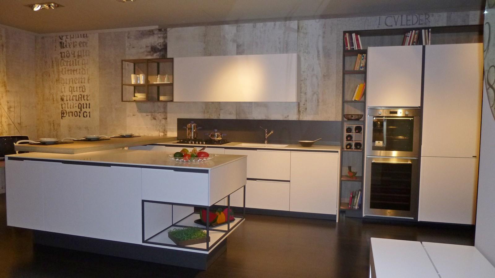 promozione cucine Snaidero -  modello Orange Evolution vista con isola centrale .JPG