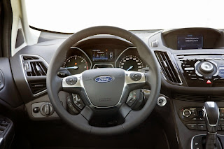 2013-Ford-Kuga-20