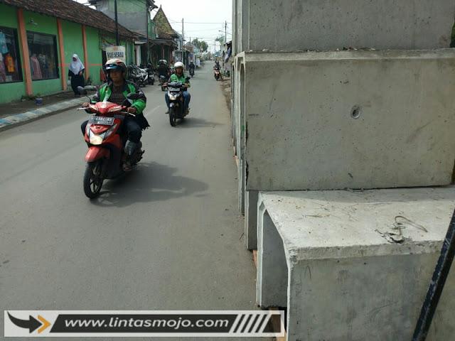 material gorong-gorong yang berada dijalan Tropodo Kota Mojokerto