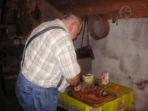 Photo: Die saftigen Fleischstücke werden vom Veranstalter persönlich verschnitten