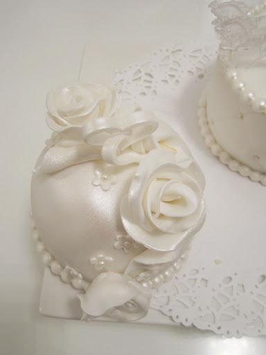 866- Witte rozen proeverij taartje.JPG