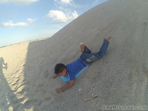 aslah bermain sandboarding