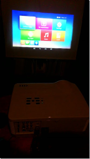 Image c129adb thumb%25255B1%25255D - 【ガジェット】「H2 WiFi プロジェクター」レビュー。大画面300インチでファミコン!自宅でお手軽1万円~プロジェクター時代