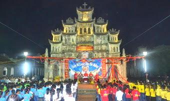 Giáo xứ Hiếu Thuận đón Thánh Giá ĐHGT