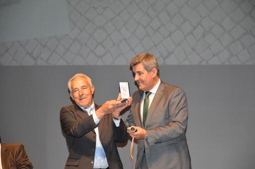 Associação Cultural Desportiva e Recreativa  de Lobeiros - Medalha de Dedicação Pública