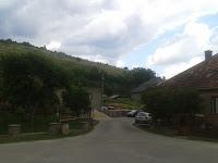 Pillanatkép a faluról, ahol karrmezők találhatók.jpg