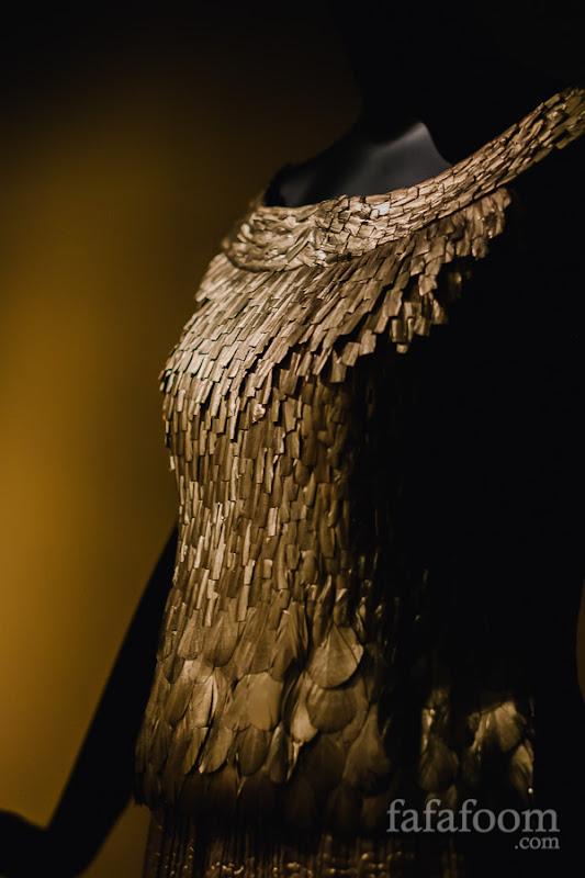 Details of Oscar de la Renta for Pierre Balmain, Evening dress, Autumn/Winter 2002 - 2003.
