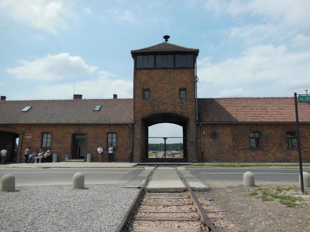 Entrada al  Campo de Concentración Birkenau