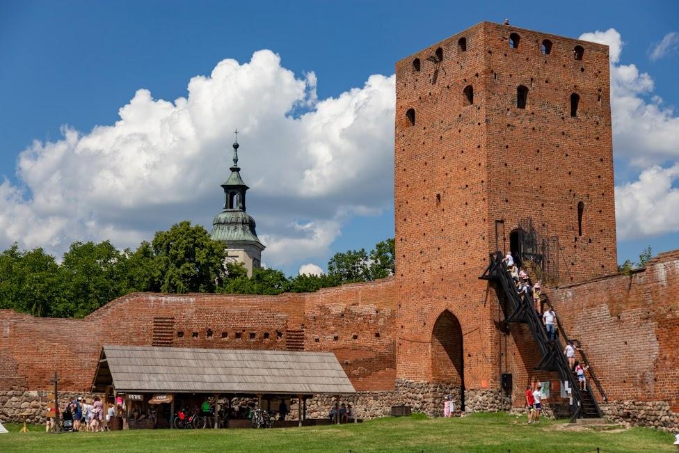 zamek w Czersku, Czersk, dziedziniec
