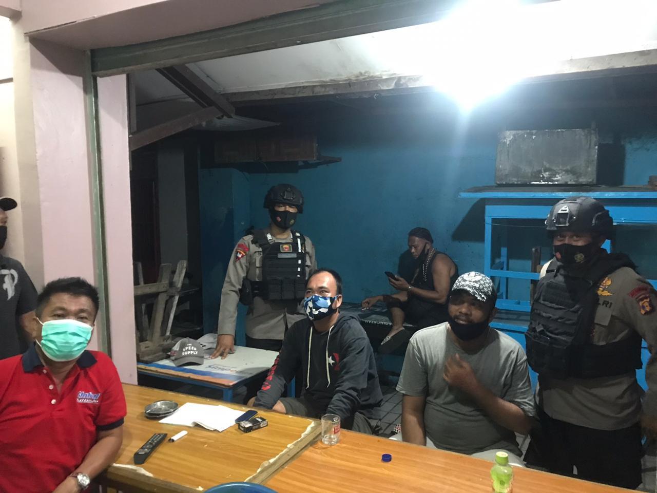 Dialogis Dengan Masyarakat Balikpapan Di Pemukiman, Brimob Batalyon A Pelopor Himbau Patuhi Prokes Dan Terapkan 3M