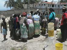 Mama karangas crowd round  - Mombasa Ke